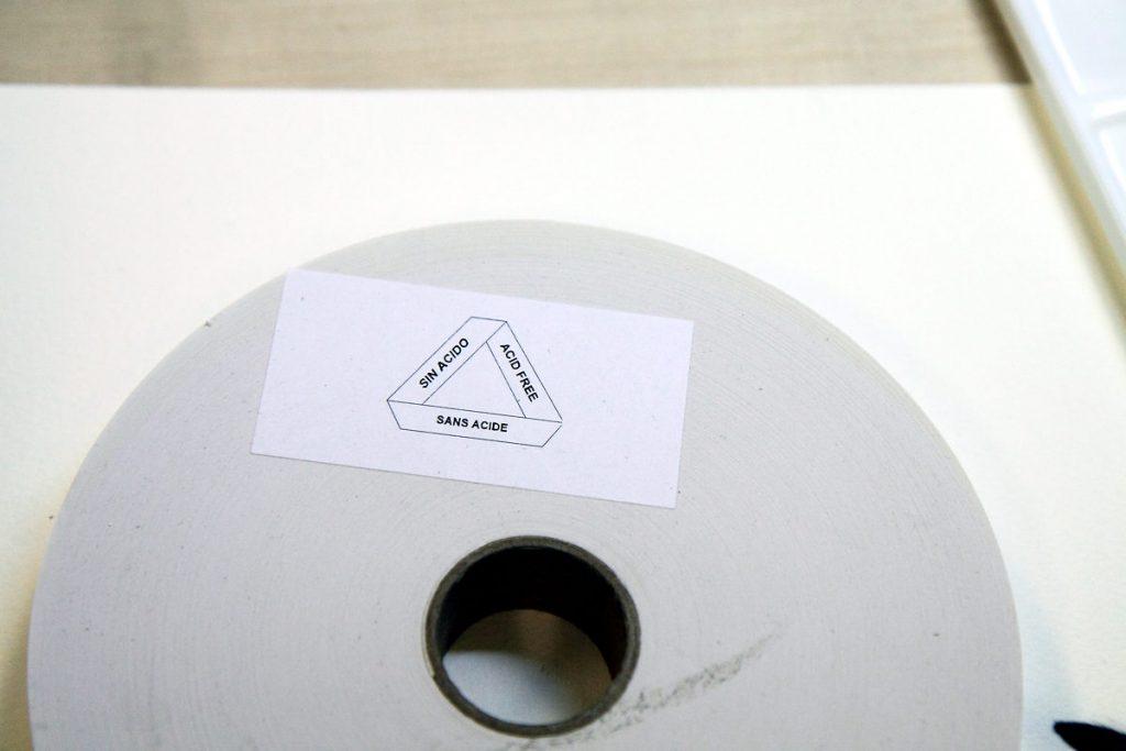 akvarellipaperin liimaukseen käytetään happovapaata liimapaperia