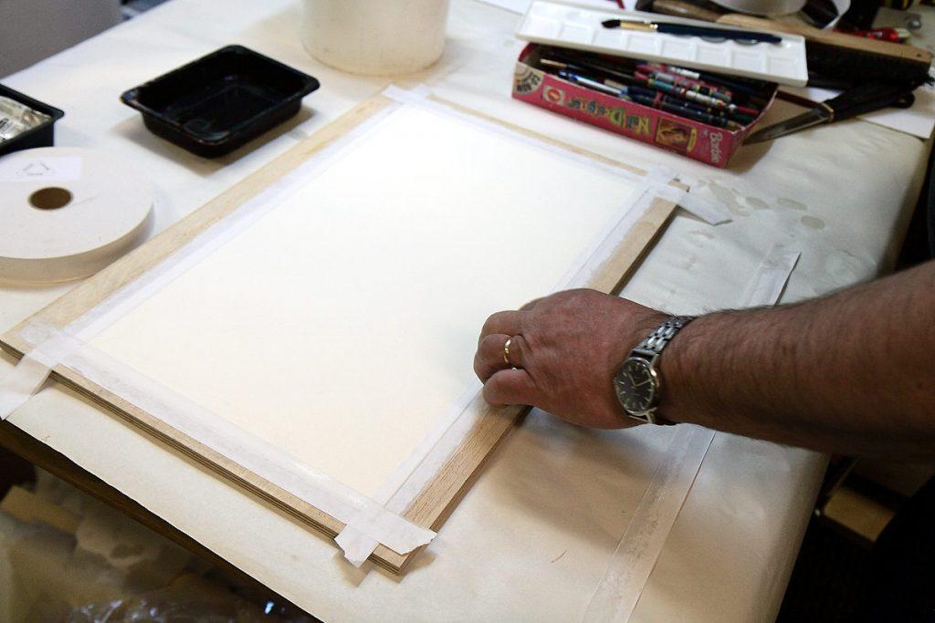 akvarellipaperin liimaus vaneripohjaan